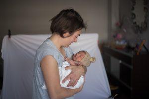 Fotografa con recién nacido