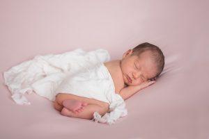 Recien nacido durmiendo