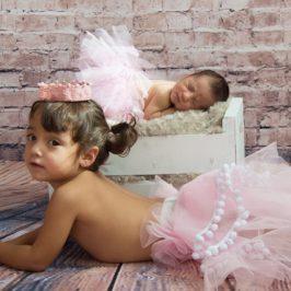 Paula - recién nacida y su hermana
