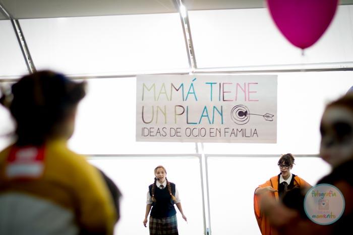 En el stan de Mamá tiene un plan representaron una obra de teatro infantil