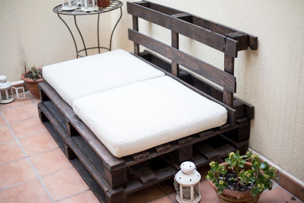 C mo hacer un sof con pal s para el exterior - Como hacer un sofa con palets ...