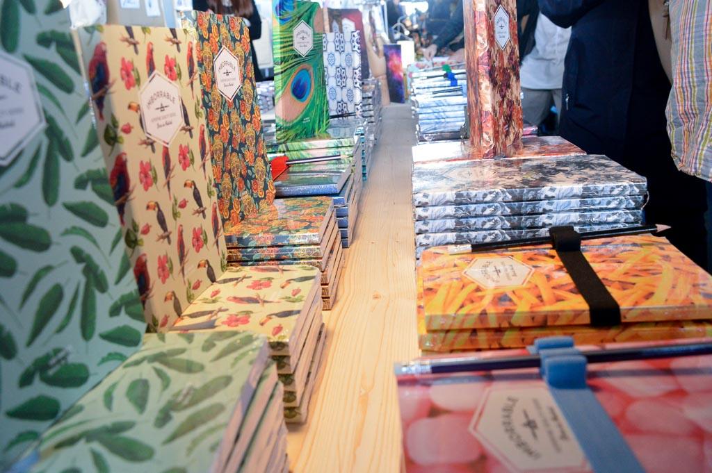 Cuadernos a la venta en el Mercado de Motores
