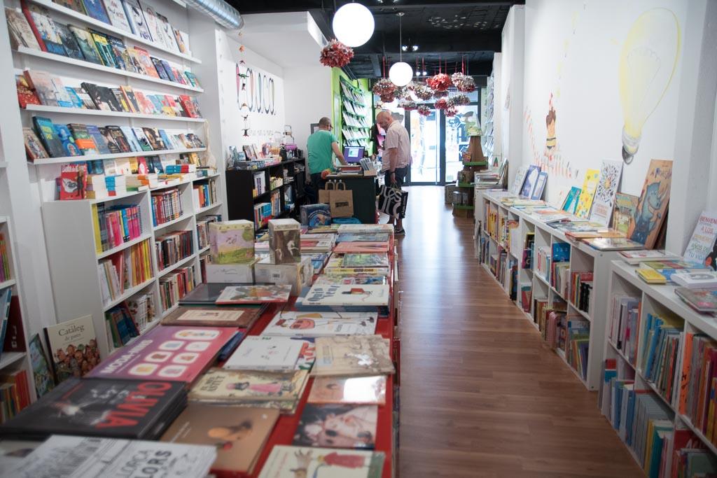 Interior de la libreria L'Auca