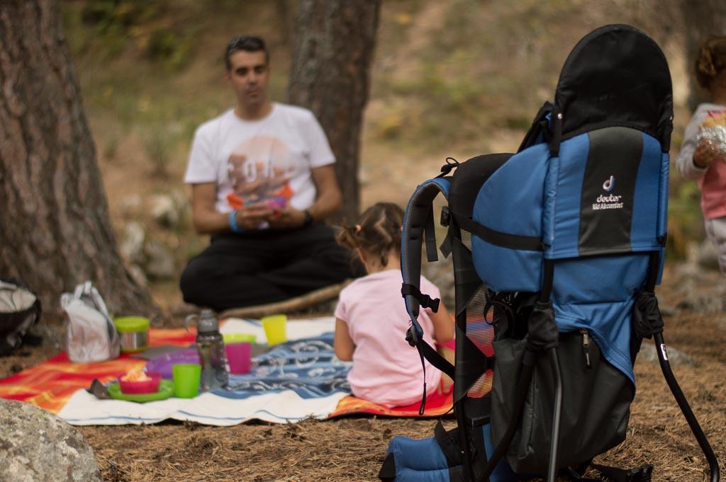 mochila Deuter para llevar niños en la montaña