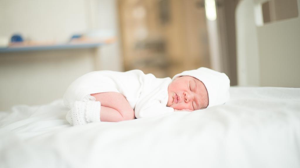 bebe recien nacido durmiendo