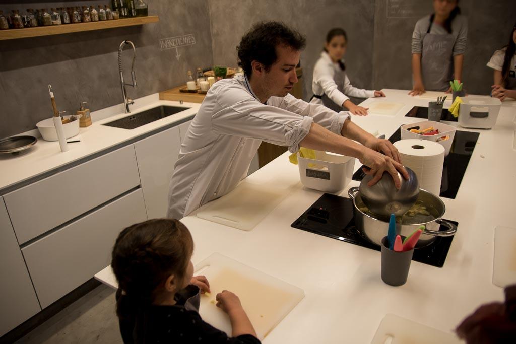 taller de cocina para niños con chef