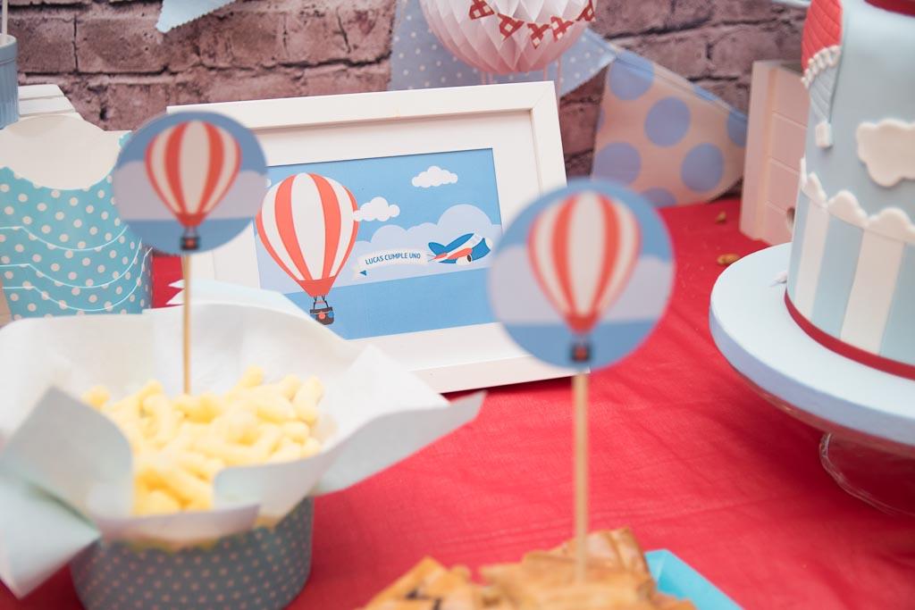 Mesa dulce decorada con globos aeroestáticos
