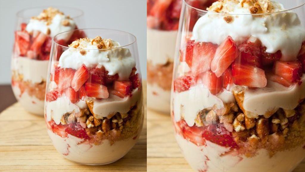 idea de desayuno con vasito de yogur