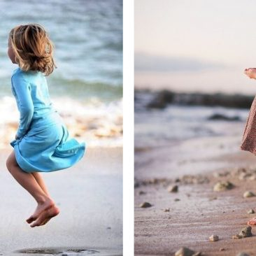 Niñas mirando el mar en la playa