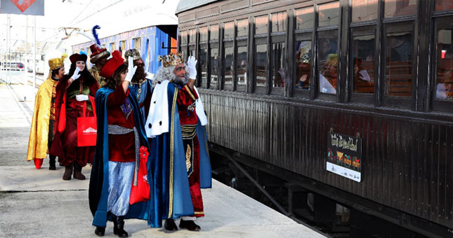 Los reyes magos visitan el Tren de la Navidad