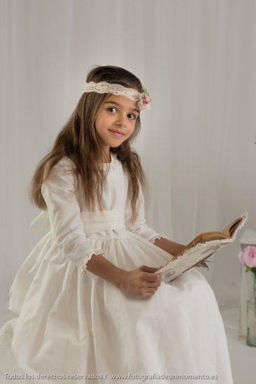 niña vestida de comunión