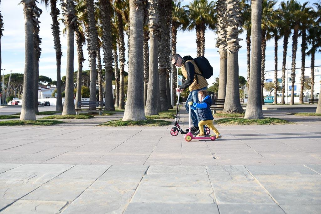 padre e hijo con patines