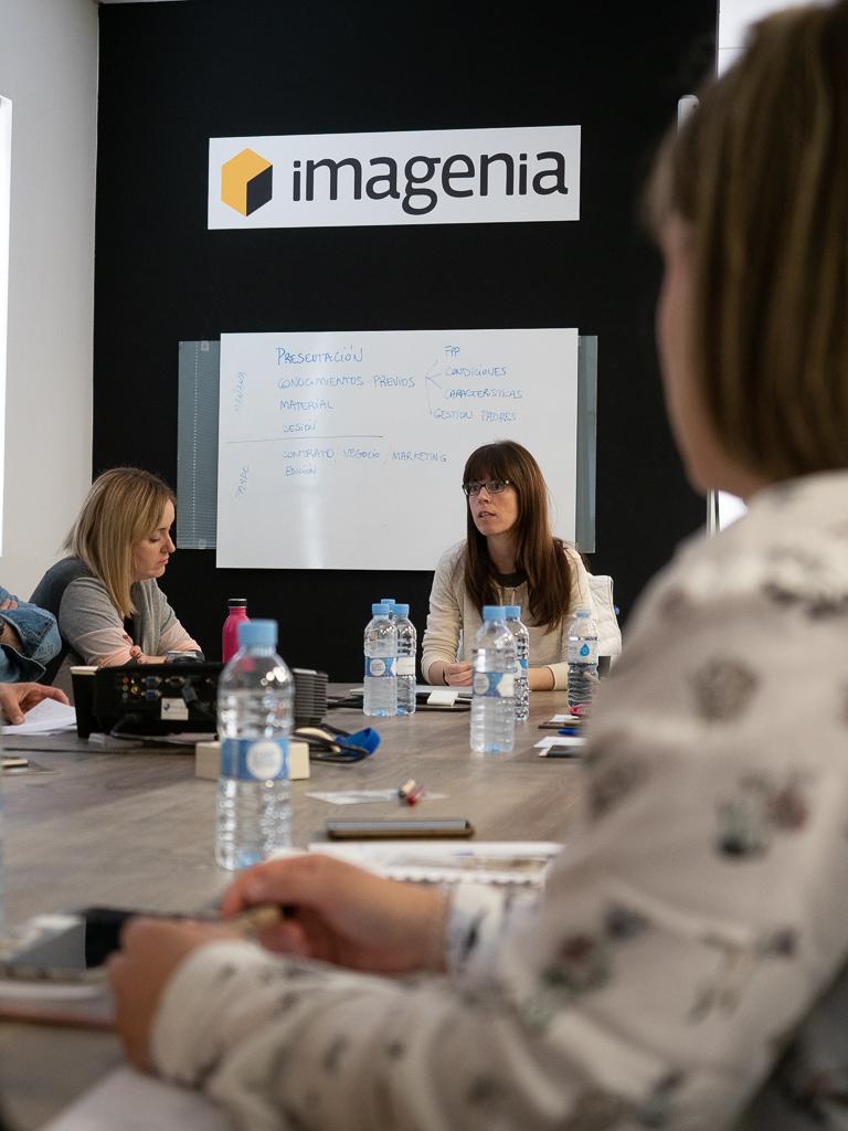 Ana Cruz en una formación en Imagenia